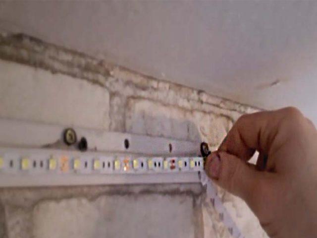 Светодиодная лента под потолок натяжной – Подсветка натяжного потолка светодиодной лентой изнутри фото: по периметру, монтаж и установка, видео как своими руками